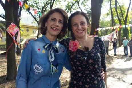 Rosemary Ribeiro (esq.) é voluntária do projeto há cinco anos, já Mª Vitória (dir.) atua no projeto há seis meses