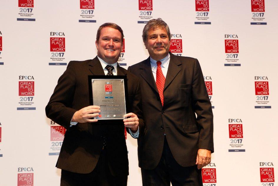 Frederico Ayres recebe prêmio