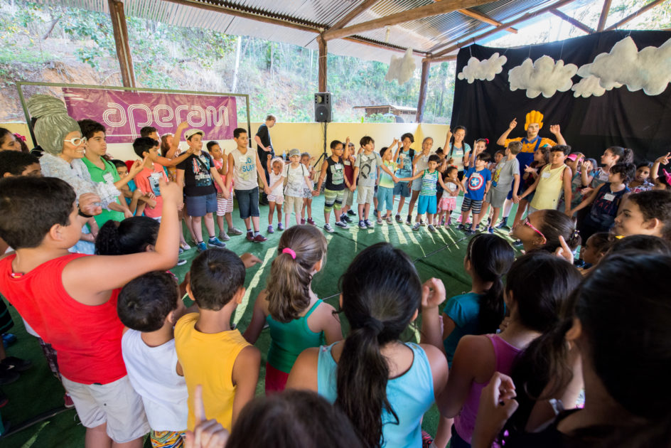 Apresentações foram feitas pelas crianças sob orientação do grupo de teatro