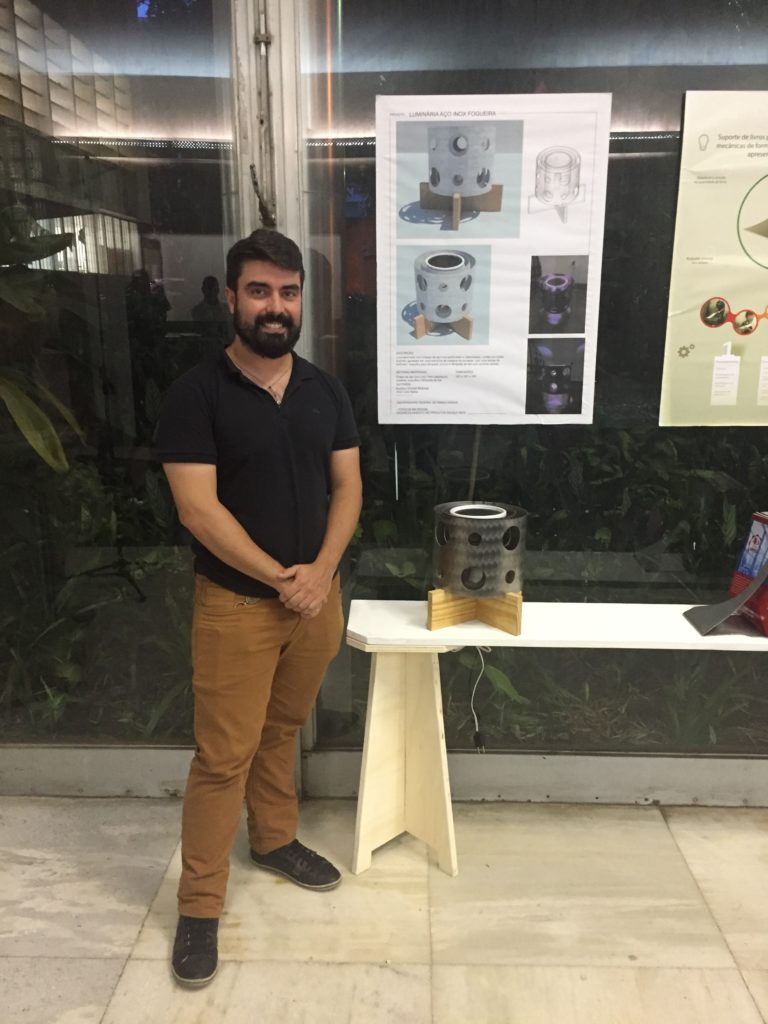 Aluno do curso de Design da UFMG apresenta projeto desenvolvido em aço inoxidável