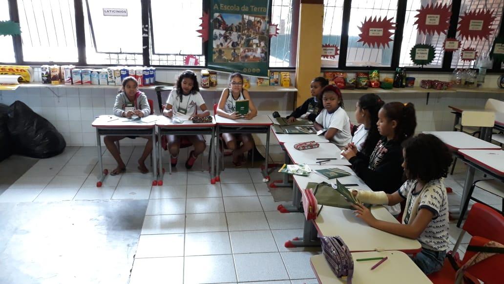 """Os alunos de 9 a 11 anos da Escola Municipal """"Ana Moura, receberam o curso Sexualidade e Prevenção."""