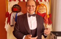 A Mágica da Alegria, com os bonecos da Kakau'Arte juntamente com o mágico Bill Morélix.